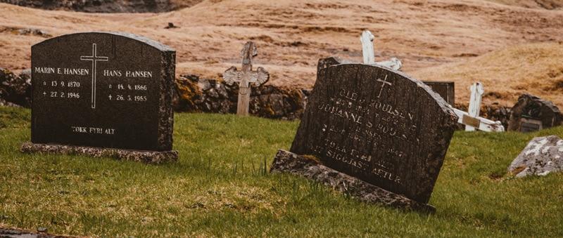 Comment choisir une gravure sur pierre tombale ?